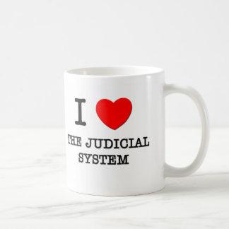Amo el sistema judicial taza básica blanca