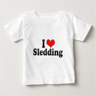 Amo el Sledding Playera De Bebé