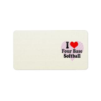 Amo el softball bajo cuatro etiquetas de dirección