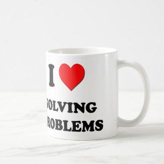 Amo el solucionar de problemas taza clásica