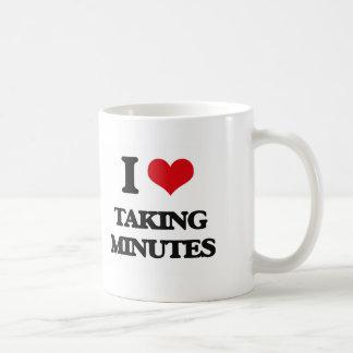 Amo el tardar de minutos taza básica blanca