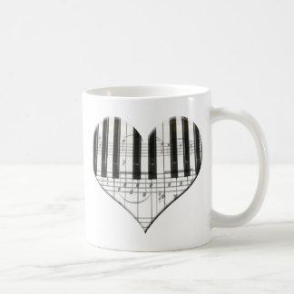 Amo el teclado del corazón de la música del piano  tazas de café