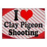 Amo el tiroteo del tiro de pichón tarjetas