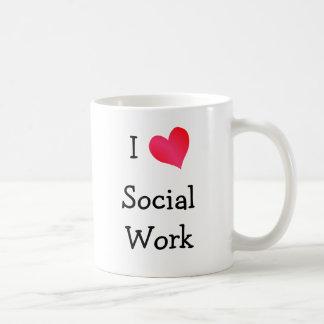 Amo el trabajo social taza clásica