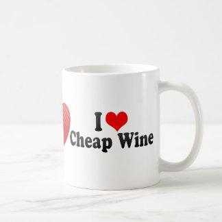 Amo el vino barato taza básica blanca