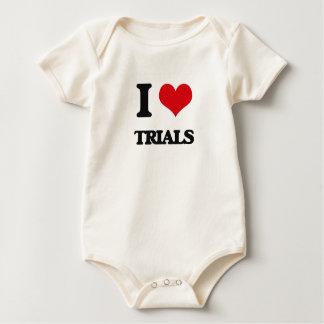 Amo ensayos traje de bebé