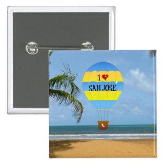 Amo escena de la playa del globo del aire caliente pin cuadrado