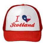 Amo Escocia, Tejas Gorra