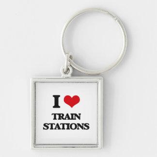 Amo estaciones de tren llavero cuadrado plateado