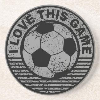 Amo este juego - grunge del fútbol/del fútbol posavasos diseño