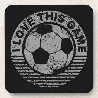 Amo este juego - grunge del fútbol/del fútbol posavasos
