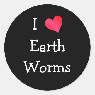 Amo gusanos de la tierra pegatina redonda