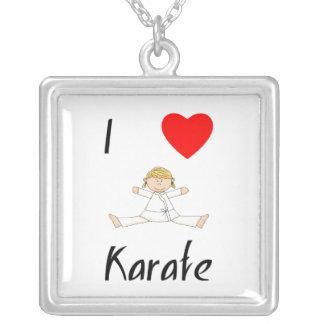Amo karate collar plateado