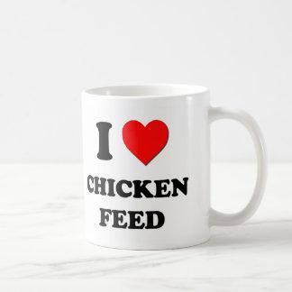 Amo la alimentación de pollo taza