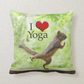 Amo la ardilla de la yoga almohadas