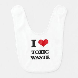 Amo la basura tóxica baberos para bebé