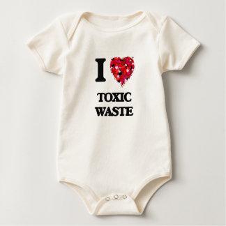 Amo la basura tóxica enterito