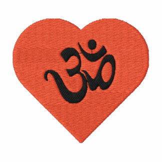 Amo la camisa bordada OM de la yoga (del corazón)