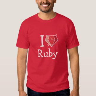 Amo la camisa roja de rubíes
