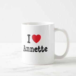 Amo la camiseta del corazón de Annette Taza Básica Blanca
