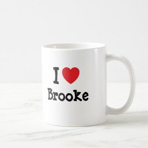 Amo la camiseta del corazón de Brooke Taza Básica Blanca