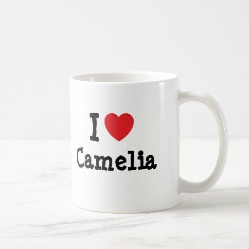 Amo la camiseta del corazón de Camelia Taza Básica Blanca