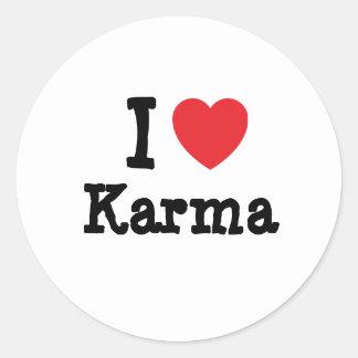 Amo la camiseta del corazón de las karmas etiqueta redonda