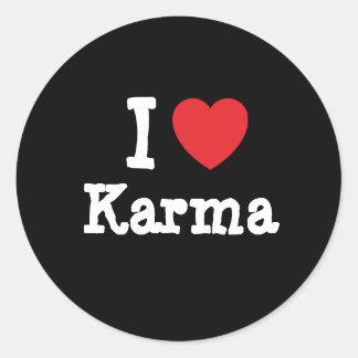 Amo la camiseta del corazón de las karmas pegatina redonda