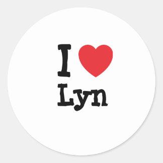 Amo la camiseta del corazón de Lyn Pegatina Redonda