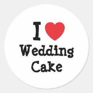 Amo la camiseta del corazón del pastel de bodas pegatina redonda