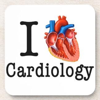 Amo la cardiología posavasos de bebida
