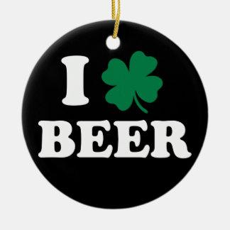Amo la cerveza adorno navideño redondo de cerámica