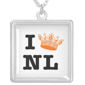 Amo la corona NL de NL I Colgante Cuadrado