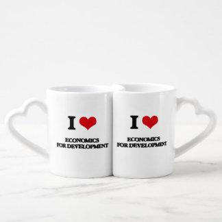 Amo la economía para el desarrollo tazas para parejas