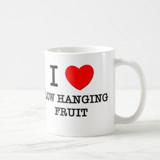 Amo la fruta colgante del punto bajo taza de café