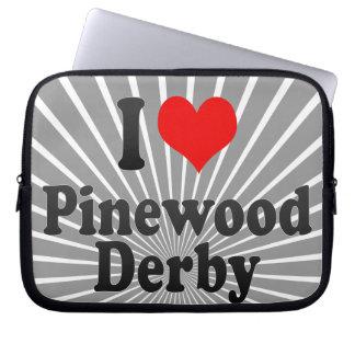 Amo la madera de pino Derby Fundas Computadoras