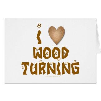 Amo la madera que da vuelta al corazón de madera tarjeta de felicitación
