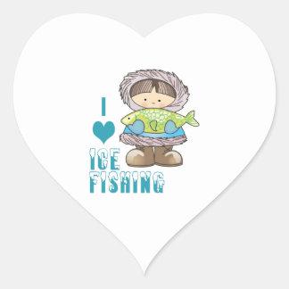 Amo la pesca del hielo pegatina en forma de corazón