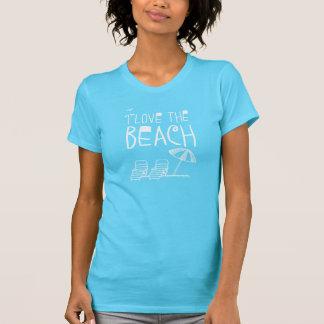 Amo la playa con el parasol de playa camiseta