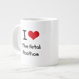 Amo la posición fetal taza grande