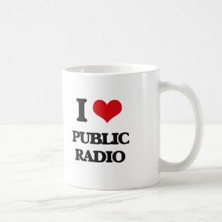 Amo la radio pública taza básica blanca