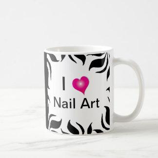 Amo la raya de la cebra del arte del clavo y la taza de café