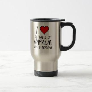 Amo la taza del viaje del napalm
