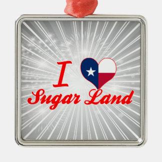 Amo la tierra del azúcar, Tejas Ornato