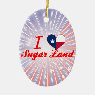 Amo la tierra del azúcar, Tejas Adorno