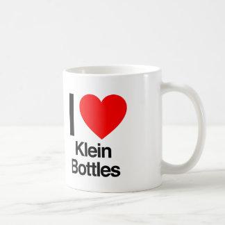 amo las botellas del klein taza clásica