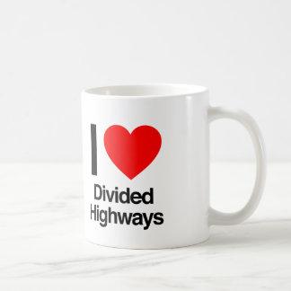 amo las carreteras divididas taza clásica