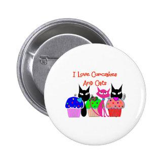 """""""Amo las magdalenas y los gatos""""--Regalos de los a Pin Redondo De 2 Pulgadas"""