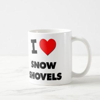 Amo las palas de la nieve taza