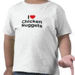 Amo las pepitas de pollo (del corazón) camisetas